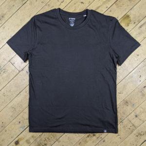 Essentials – Black T-shirt