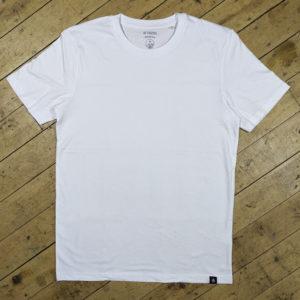 Essentials – White T-shirt